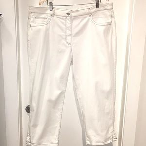 BEAUTIFUL 22W JONES NEW YORK STRETCH CROPPED JEANS
